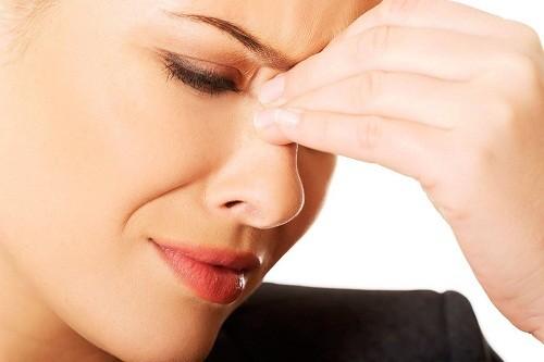 Đau nhức vùng mặt, nghẹt mũi, chảy nước mũi... là những triệu chứng chung thường gặp của bệnh viêm xoang.