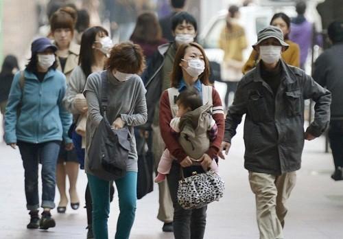 Bất cứ ai không có miễn dịch đều có nguy cơ mắc bệnh sởi qua đường hô hấp do ho, hắt hơi, tiếp xúc gần với người bị nhiễm hoặc dịch tiết mũi họng.