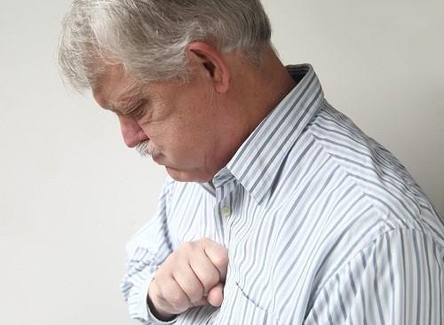 Ợ nóng là một trong những tác dụng phụ có thể gặp khi sử dụng thuốc.