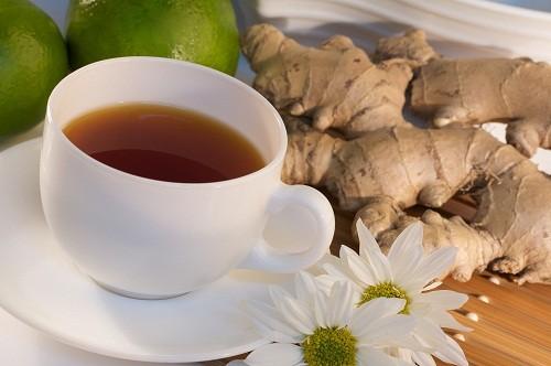 Có thể sử dụng trà hoặc gừng để giảm ợ nóng.