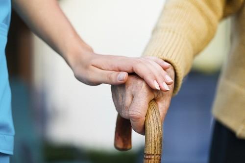 Alzheimer ảnh hưởng đến các trung tâm thông tin liên lạc của não và gây ra hội chứng bất lực ngôn ngữ.