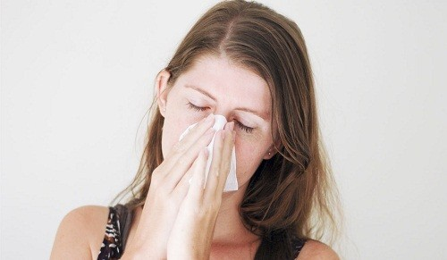Triệu chứng  phổ biến nhất của viêm xoang do virus là nghẹt mũi.