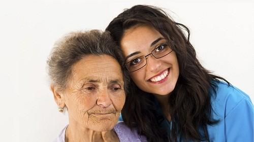 Có khoảng 5% người bệnh Alzheimer có các triệu chứng ở độ tuổi 30, 40, hoặc 50.