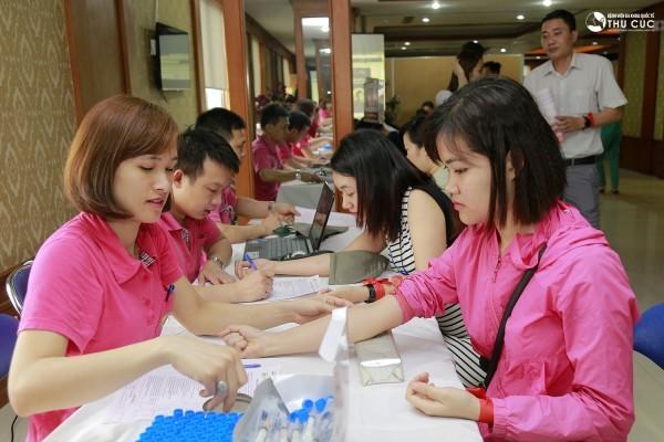 Xét nghiệm máu là thao thác chuẩn bị cần thiết trước khi thực hiện hiến máu.