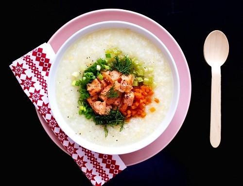 Người bị viêm amidan có thể ăn các loại thức ăn mềm, dễ nuốt như sữa chua, cháo loãng...
