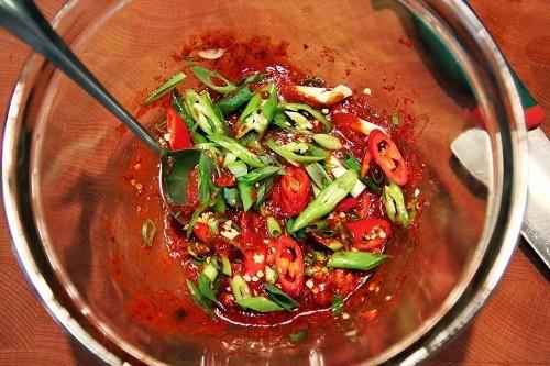 """Với vấn đề quan tâm chung """"bị trĩ nên kiêng ăn gì"""", theo các nhà nghiên cứu của Đại học Columbia, nên tránh các loại gia vị cay nồng như ớt, cà ri."""