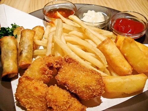 Người mắc bệnh trĩ nên kiêng các loại thực phẩm giàu chất béo. thức ăn nhiều dầu mỡ.
