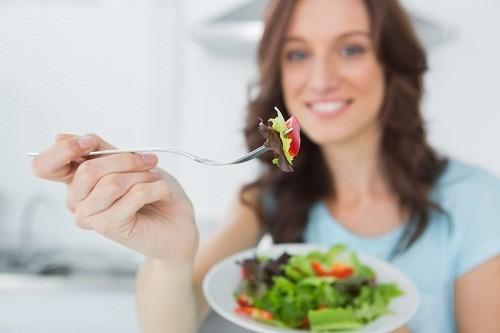 Dần dần tăng lượng chất xơ trong chế độ ăn uống là một biện pháp điều trị phổ biến cho bệnh trĩ.