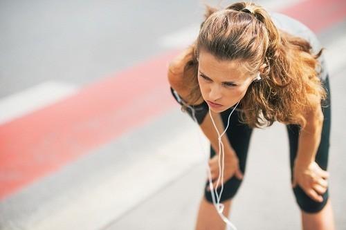 Các bài tập đòi hỏi vận động mạnh có thể làm giảm lưu lượng máu tới đường tiêu hóa, khiến cho nhiều người dễ bị buồn nôn, ói mửa.