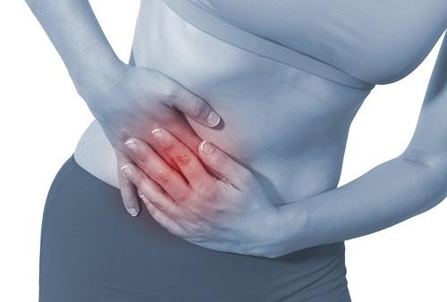 Đau vùng chậu, đau khi giao hợp và những thay đổi trong chu kỳ kinh nguyệt là triệu chứng u nang buồng trứng có ảnh hưởng tới hệ thống sinh sản.