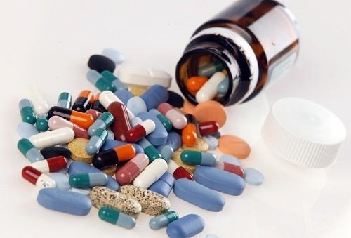 Thuốc có thể được dùng để điều trị cho một số người bị chuột rút ở chân vào ban đêm nhưng chỉ khi tình trạng này có liên quan đến một nguyên nhân cụ thể.