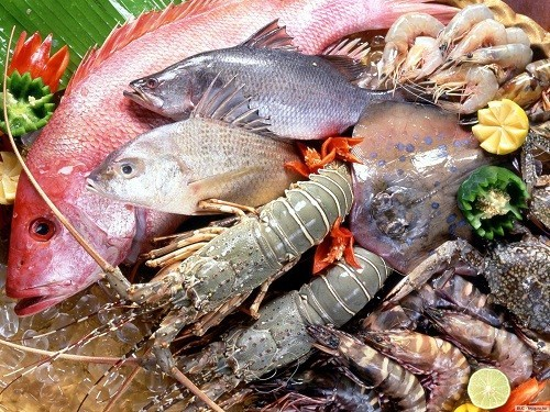 Nên tǎng cường ăn các loại cua, tôm, tép giã nhỏ nấu canh để có nhiều chất đạm và canxi.