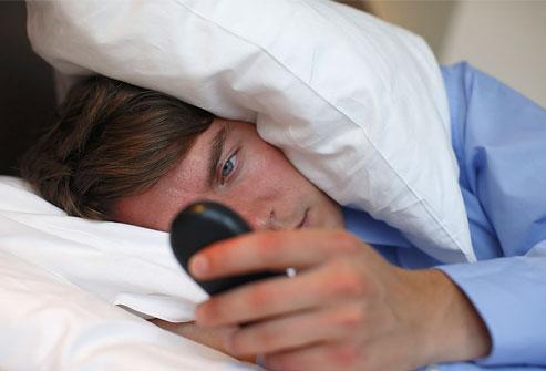 Ngủ không đủ có thể là nguyên nhân khiến nhiều người thường xuyên cảm thấy mệt mỏi và buồn ngủ.