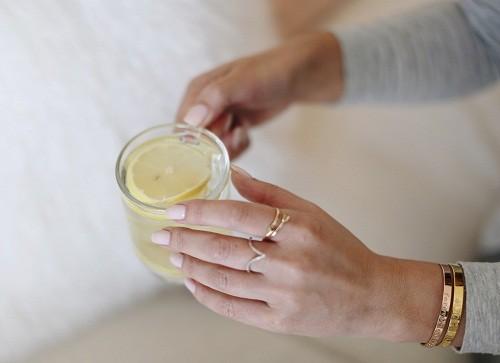 Axit citric trong nước chanh có thể làm giảm nồng độ canxi trong nước tiểu, nhờ đó làm giảm nguy cơ hình thành sỏi canxi.