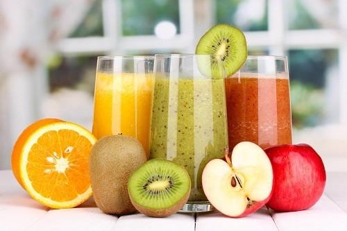 Người bị cảm cúm nên tiêu thụ nhiều loại trái cây và rau quả giàu vitamin C.
