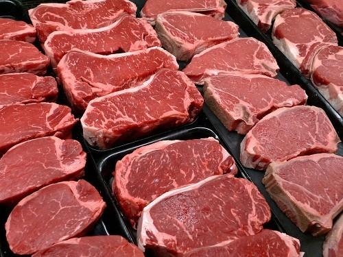 Người bị thủy đậu nên tránh thịt và các thực phẩm có chứa chất béo bão hòa khác, chẳng hạn như các sản phẩm chế biến từ sữa nguyên chất.