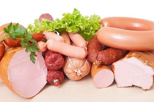 Thực phẩm chế biến sẵn là nguồn cung cấp của chất béo chuyển hóa vì thế nên hạn chế ăn đồ ăn sẵn.