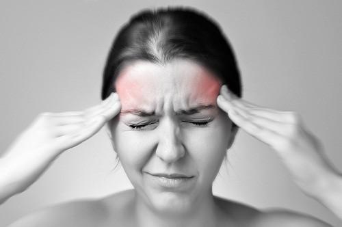 """Nhiều người không hề biết rằng một số loại thực phẩm tiêu thụ hàng ngày lại là """"thủ phạm"""" gây ra những cơn đau nửa đầu khó chịu"""