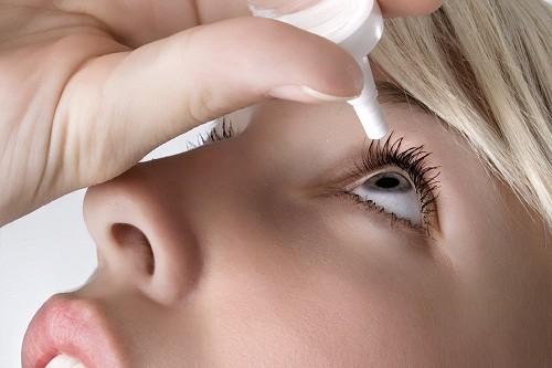 Những thay đổi nội tiết tố do mang thai thường gây giảm tiết nước mắt, dẫn tới khô mắt.