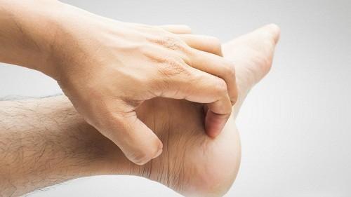 Cảm giác ngứa ngáy ở bàn tay và bàn chân không chỉ gây khó chịu mà còn có thể là dấu hiệu của một vấn đề sức khỏe tiềm ẩn nào đó.