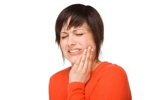 Sâu răng ở người lớn tuổi đang có dấu hiệu gia tăng vì các loại thuốc gây khô miệng.