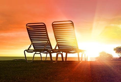 Bệnh nhân chàm có thể ra ngoài nắng nhưng làn da có thể bị kích ứng khi tiếp xúc với ánh nắng mặt trời gây nóng và đổ mồ hôi.