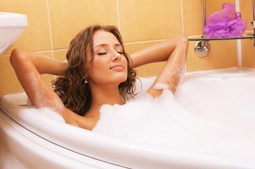 Người mắc bệnh chàm nên lựa chọn các loại sữa tắm nhẹ dịu, dành cho da em bé hoặc da nhạy cảm.