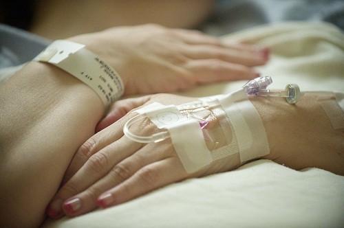 Phẫu thuật là phương pháp được nhiều người lựa chọn vì giúp loại bỏ hết sỏi và giảm nguy cơ tái lại.