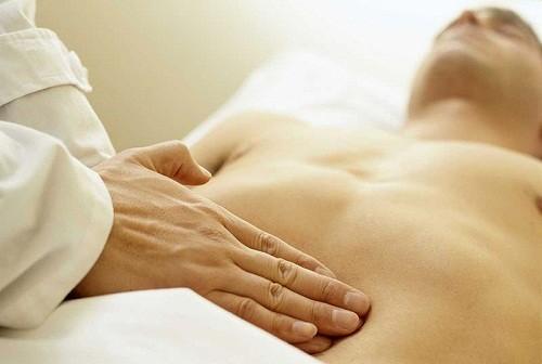 Viêm dạ dày là tình trạng lớp niêm mạc dạ dày bị viêm, có thể kéo theo các triệu chứng như buồn nôn và đầy hơi.