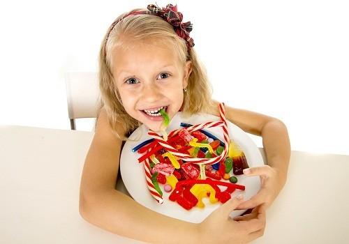 Nếu lưỡi xuất hiện màu sắc sau khi ăn các loại kẹo này thì nó cũng có khả năng ảnh hưởng tới răng.