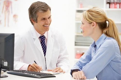 Khi phát hiện có các triệu chứng bệnh trĩ, cần nhanh chóng đi khám và điều trị kịp thời.