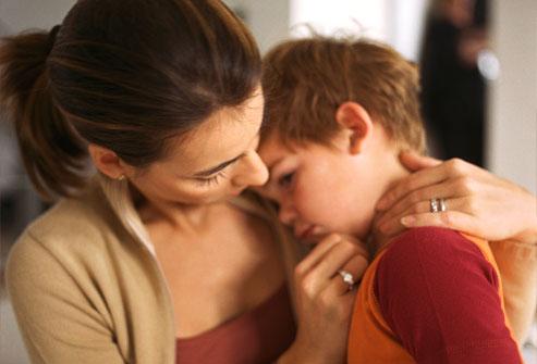 Một trong những việc cha mẹ cần làm khi trẻ bị nôn mửa là theo dõi dấu hiệu mất nước.