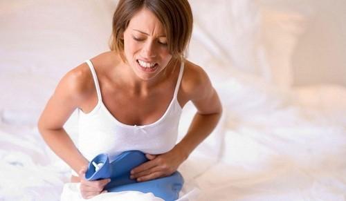 Đau ruột thừa có thể có một số biểu hiện tương tự như những thay đổi khó chịu thường gặp trong thai kỳ, chẳng hạn như đau quặn bụng, buồn nôn và ói mửa.