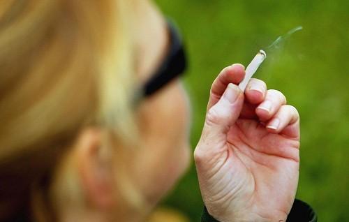 Không hút thuốc hoặc ở trong khu vực có nhiều khói bụi sau khi cắt amidan.