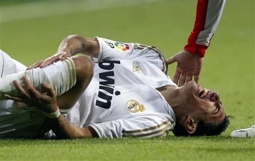 Chấn thương do chơi thể thao hoặc tai nạn...có thể gây đứt dây chằng đầu gối