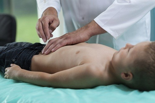 Mổ ruột thừa bằng phương pháp nội soi giảm bớt cảm giác đau sau mổ, ít để lại sẹo, thời gian phục hồi nhanh hơn và không phải nằm viện lâu.