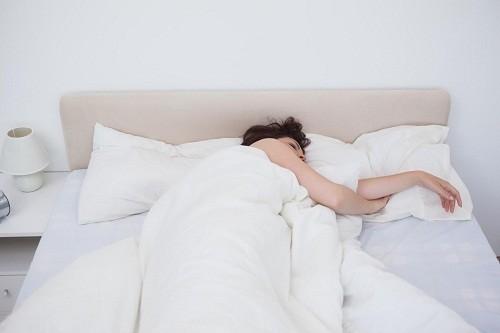 Sau khi mổ viêm ruột thừa, người bệnh nên dành thời gian nghỉ ngơi, tránh các hoạt động gắng sức, ăn uống và sinh hoạt theo hướng dẫn của bác sĩ.