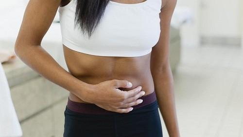 Khi phát hiện có những dấu hiệu nghi ngờ viêm ruột thừa như đau bụng xung quanh rốn, đau bụng dưới bên phải, cần nhanh chóng tới bệnh viện để kiểm tra và điều trị.