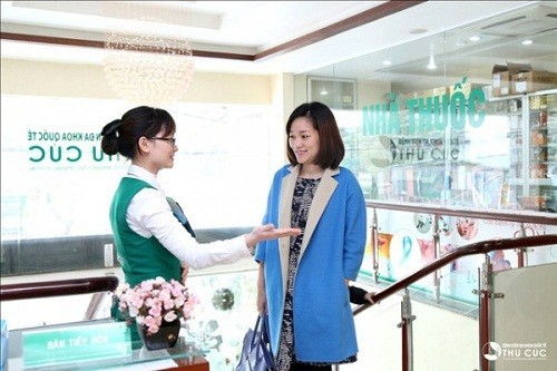 Đội ngũ nhân viên y tế nhiệt tình và chu đáo của bệnh viện sẽ hỗ trợ người bệnh thực hiện các thủ tục thăm khám nhanh chóng.