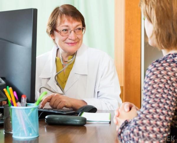 Khám phụ khoa định kỳ sẽ giúp phát hiện sớm và điều trị kịp thời nếu có tăng trưởng polyp.