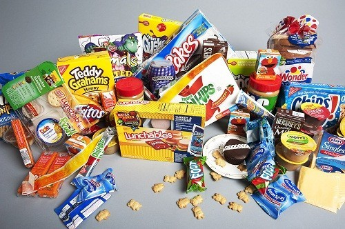 Đồ ăn chế biến sẵn làm suy yếu thận và chức năng gan, khuyến khích sự phát triển của sỏi thận.