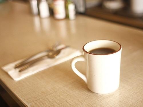 Đồ uống có chứa caffeien cũng nằm trong danh sách những thực phẩm cần kiêng cho người bệnh u xơ tử cung.