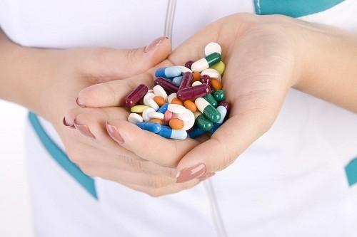 Nếu các xét nghiệm cho thấy vi khuẩn là nguyên nhân, cách chữa bệnh viêm amidan sẽ là sử dụng thuốc kháng sinh.