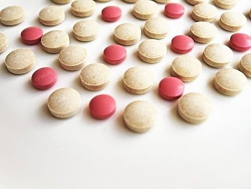 Liệu pháp hormone thay thế có thể được sử dụng để giảm bớt khó chịu do mãn kinh sớm xảy ra ở một số chị em phụ nữ.