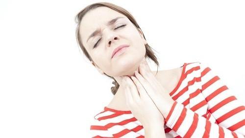 Phẫu thuật là phương pháp điều trị thường được áp dụng trong trường hợp viêm amidan man tính (5 - 6 lần/năm)