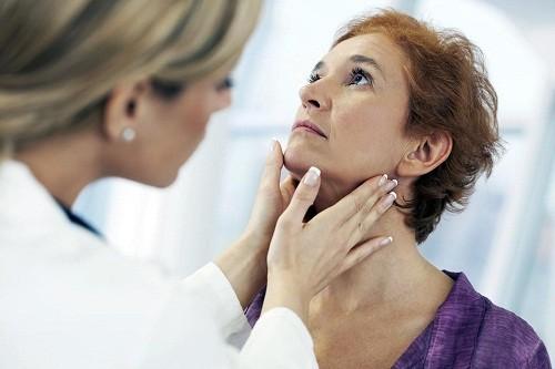 Căn cứ vào tình trạng thực tế của người bệnh, bác sĩ sẽ tư vấn phương pháp điều trị phù hợp.
