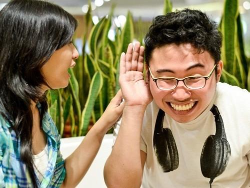 Nghe kém là một trong những biến chứng có thể gặp của bệnh quai bị.