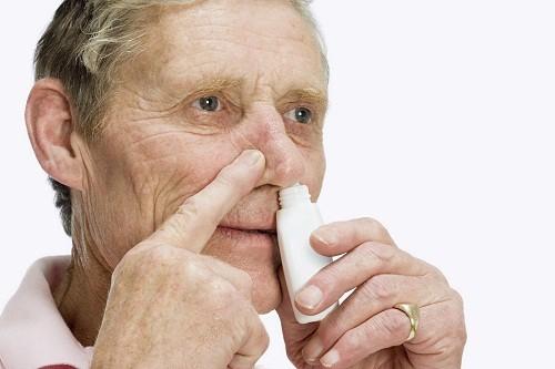 Sử dụng thuốc xịt mũi có chứa steroid lâu dài được khuyến cáo sau khi phẫu thuật để giúp ngăn chặn khối u tái phát.
