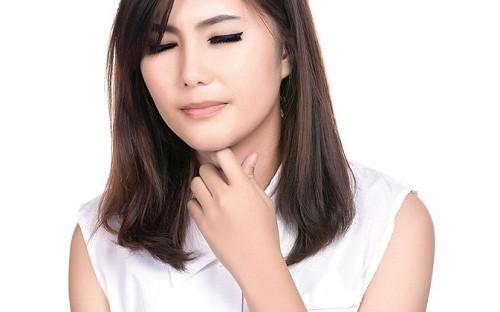 Viêm amidan hốc mủ là bệnh lý về họng khá phổ biến thường gặp ở nhiều người