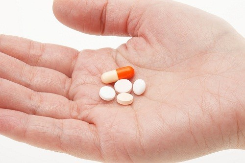 Sử dụng thuốc kháng sinh nếu người bệnh bị sốt hoặc có mủ hoặc nếu nguyên nhân gây bệnh là do vi khuẩn.